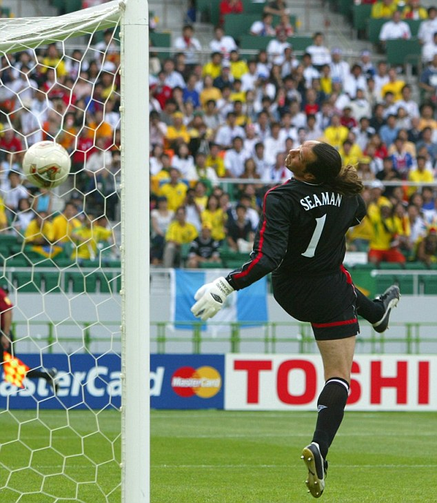 ENGLAND'S GOALKEEPER SEAMAN LOOKS AT THE BALL AS BRAZIL'S RONALDINHO SCORES DURING A WORLD CUP QUARTER-FINAL MATCH IN SHIZUOKAENGLAND'S GOALKEEPER SEAMAN LOOKS AT THE BALL AS BRAZIL'S RONALDINHO SCORES DURING A WORLD CUP QUARTER-FINAL MATCH IN SHIZUOKA