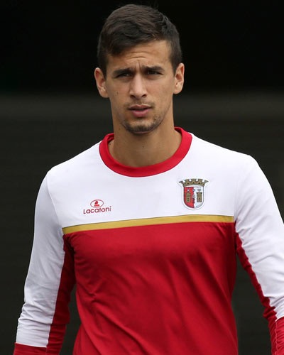 Fulham make big bid for Portuguese league striker.